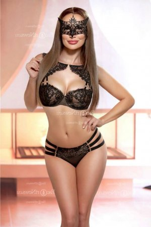 Emerance escorts in Emporia and massage parlor