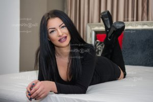 Hermina happy ending massage in Sault Ste. Marie and escort